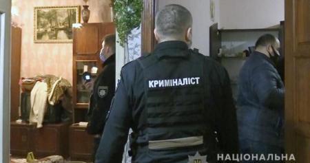 В Киеве мужчина убил собственную мать, а ее вещи сдал в ломбард. Видео